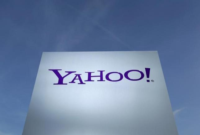 Yahoo signs ad pact with Google; earnings and revenue miss